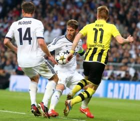 Marco Reus hatte gegen Alsonso und Ramos einen schweren Stand