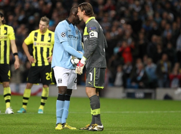 Weidenfeller and Balotelli before the 1-1