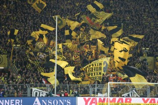 The Südtribüne finally in action