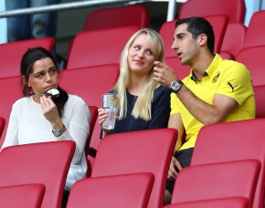 Mkhitaryan on the stands in Augsburg