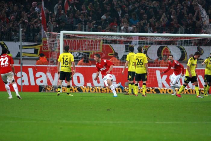 Podolski trifft gegen den BVB