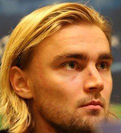 Marcel Schmelzer will once again play with a mask