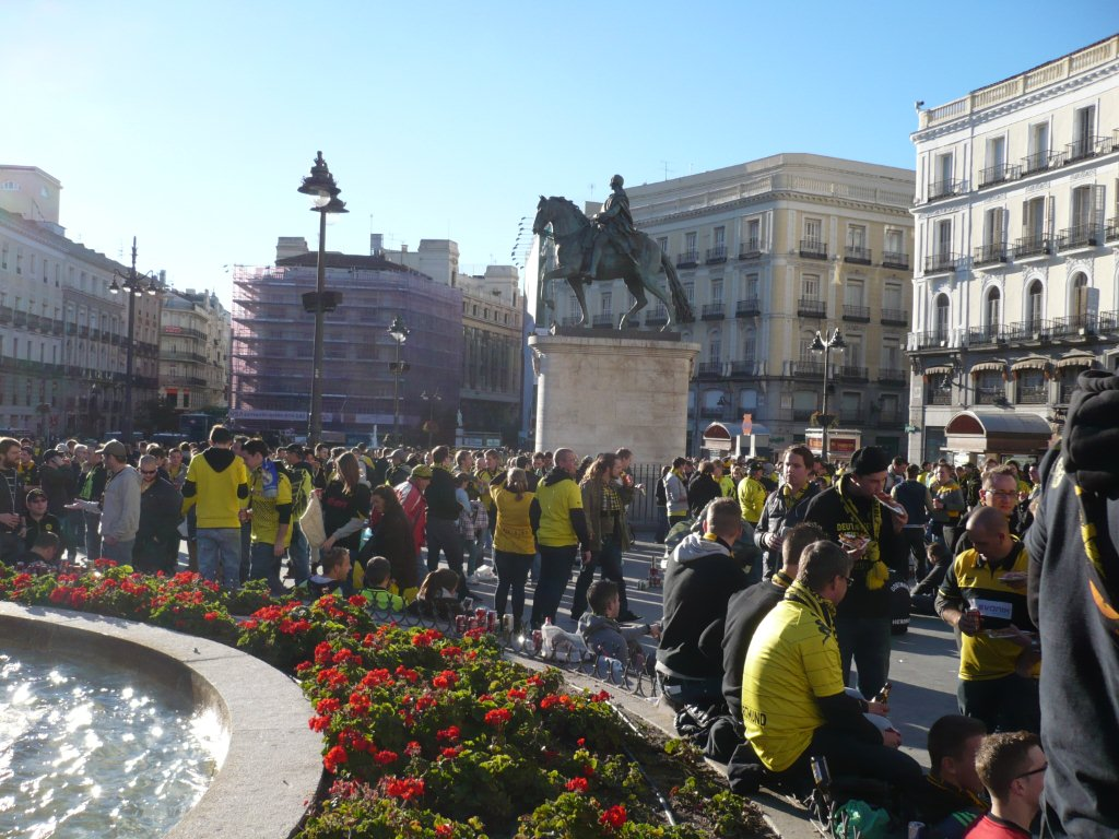 The city of Madrid packed in black and yellow
