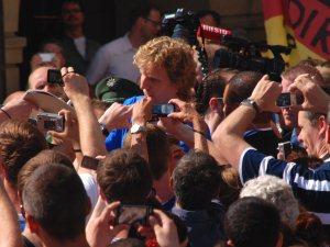 Nowitzki beim Bad in der Menschenmenge