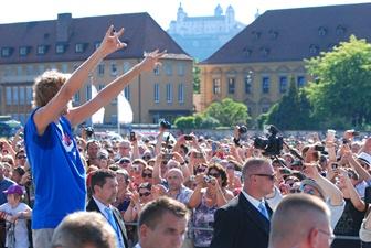 Dirk Nowitzki lässt sich in seiner Heimststadt feiern