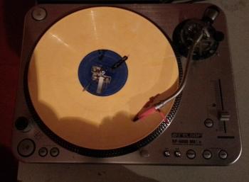 Bei den Berichterstattern sind sogar die Platten gelb
