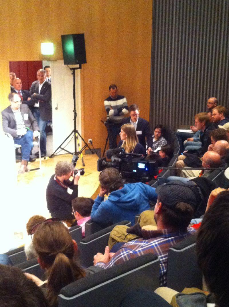 Viele Medienvertreter waren vor Ort.