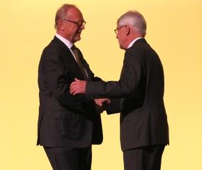 Pieper empfängt Glückwünsche von Dr. Rauball