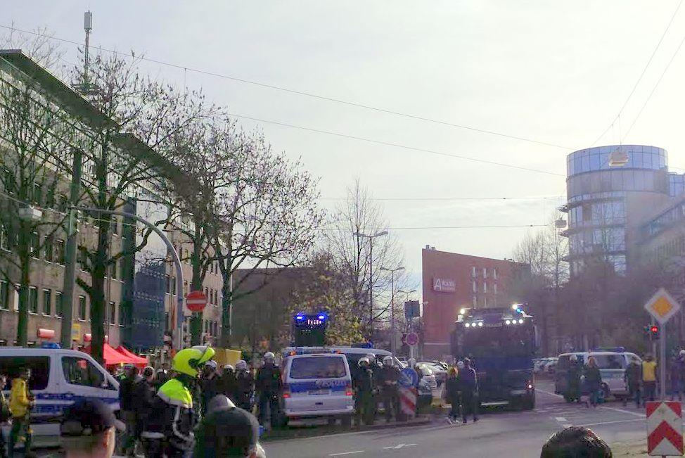 Wasserwerfer an der Lindemannstraße