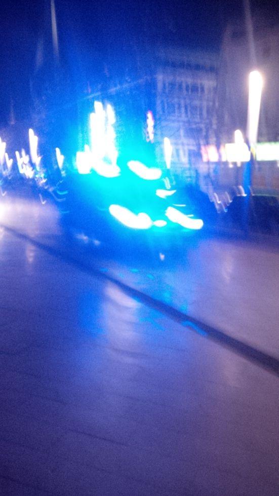 Polizei brettert über den Bürgersteig