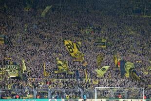 Eine begeisterte Südtribüne. Weil Borussia spielt.