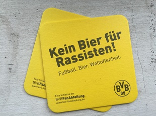 """""""Kein Bier für Rassisten"""": Eine Aktion der BVB-Fanabteilung"""