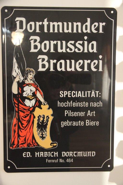 """Werbeplakat für die """"Borussia"""" Brauerei - extra für den Film gefertigt"""