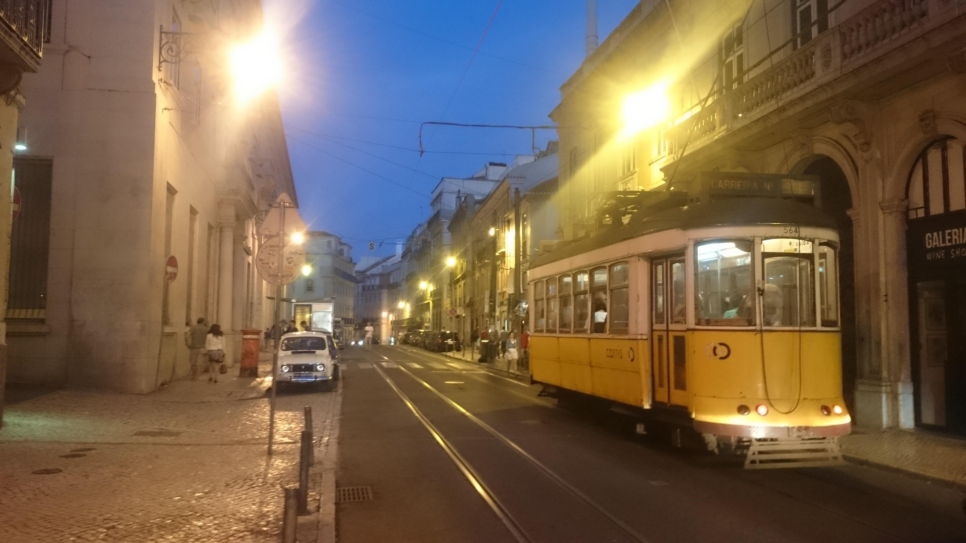 Prägen das Stadtbild von Lissabon: die nostalgischen Straßenbahnen