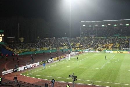 Ein altes Stadion, ein Gästeblock auf Moosterrassen, das dürfte in Darmstadt ähnlich werden