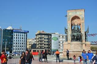 Belebtes Viertel am Taksimplatz