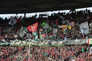 Bild aus alten Zeiten: Ultras Hannover unterstützen ihr Team im Oberrang