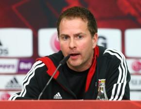 Sascha Lewandowski im Pressegespräch