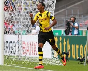 Aubameyang bejubelt seinen zweiten Treffer zum 3-1