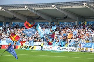 Starker Support von Malmö mit ABBA Fangesang