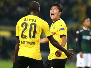 Adrian Ramos bejubelt mit Joo Ho Park den Siegtreffer