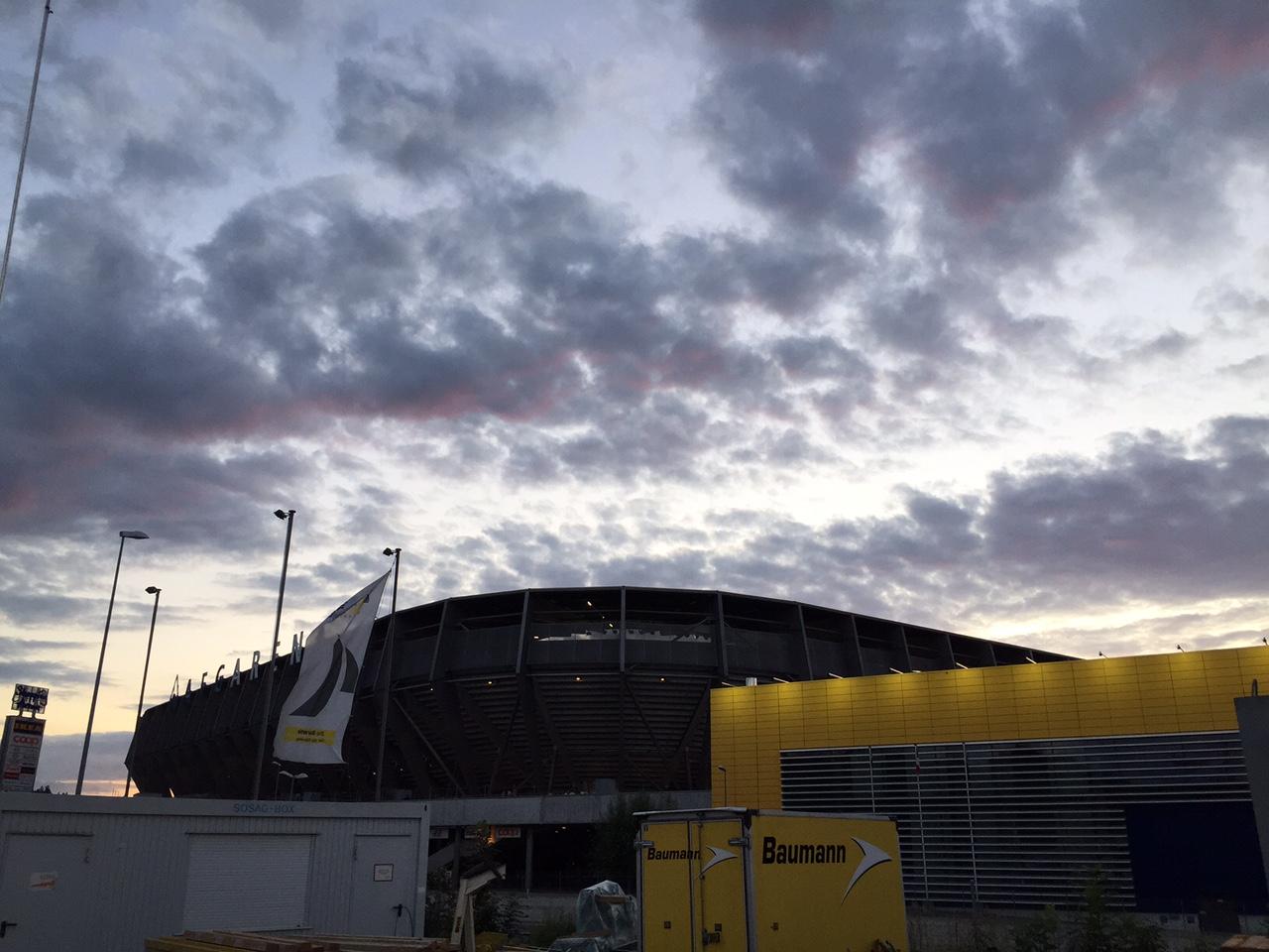 Mitten im Baustellen- und Einkaufszentrum-Wirrwar befindet sich die AFG Arena