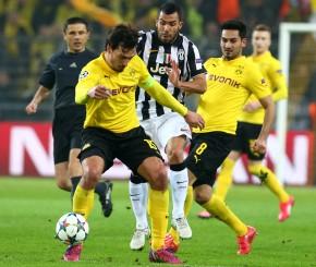 Mats Hummels und Ilkay Gündogan gegen Carlos Tevez