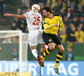 Mats Hummels gegen Raul Bobadilla