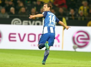 Blöd für den BVB: Valentin Stocker bejubelt den Führungstreffer