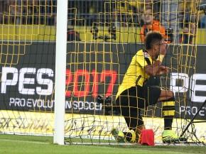 Ball und Torschütze im Tor - 1:0 für den BVB