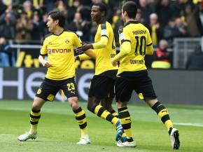 Adrian Ramos bejubelt das 2-0 mit Shinji und Micki