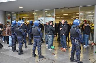 Bis zum Stadion freundlich, zurückhaltend und nur selten in Kampfmontur: Die Polizei