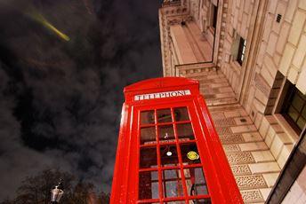 Telefonzelle in London? Nur echt mit BVB-Aufkleber!