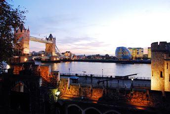 Eines der vielen Londoner Wahrzeichen: Tower Bridge