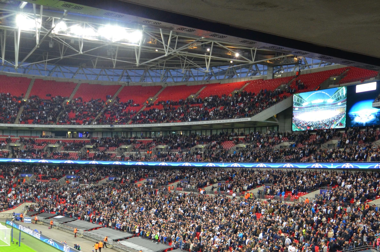 Bis auf leere Plätze nicht viel zu bieten: Die Fans aus Tottenham