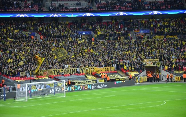 Vor allem zu Spielbeginn um Stimmung bemüht: Die Fans des BVB