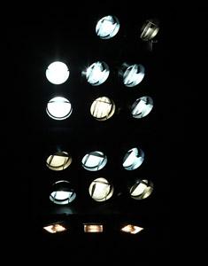 Leider parallel: Flutlichtspiel in Bonn