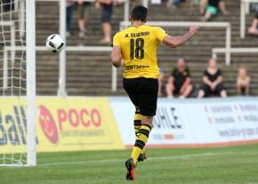 Hamadi Al Ghaddioui köpft zum 1-0 ein