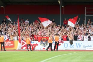 Auch die Kölner Ultras zeigten sich lautstark auf der Haupttribüne