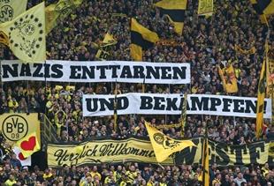 Spruchband auf der Südtribüne vor dem Spiel gegen Hannover 96