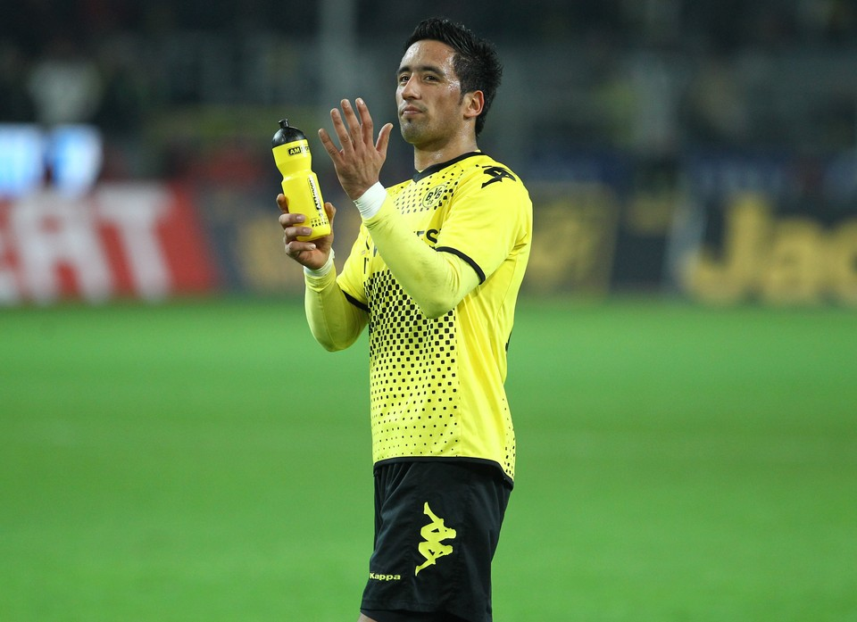 Lucas Barrios applaudiert den Fans