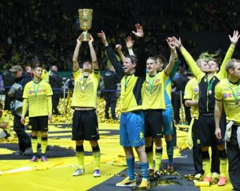Kehl lifting the cup