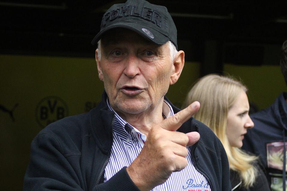 Aki Schmidt bei seiner Stadionführung