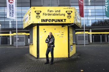 Dede vor dem alten Infopunkt der FA Foto: Achim Multhaupt