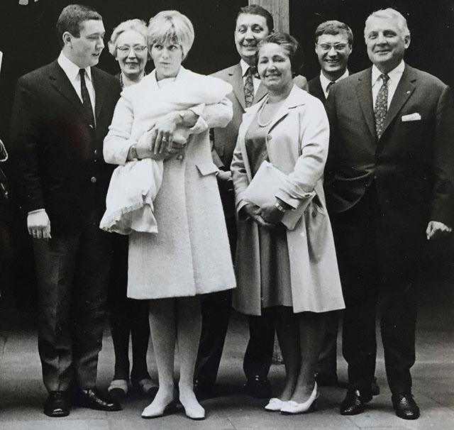 Willy Multhaup (1.v.R) bei der Taufe seines Enkels