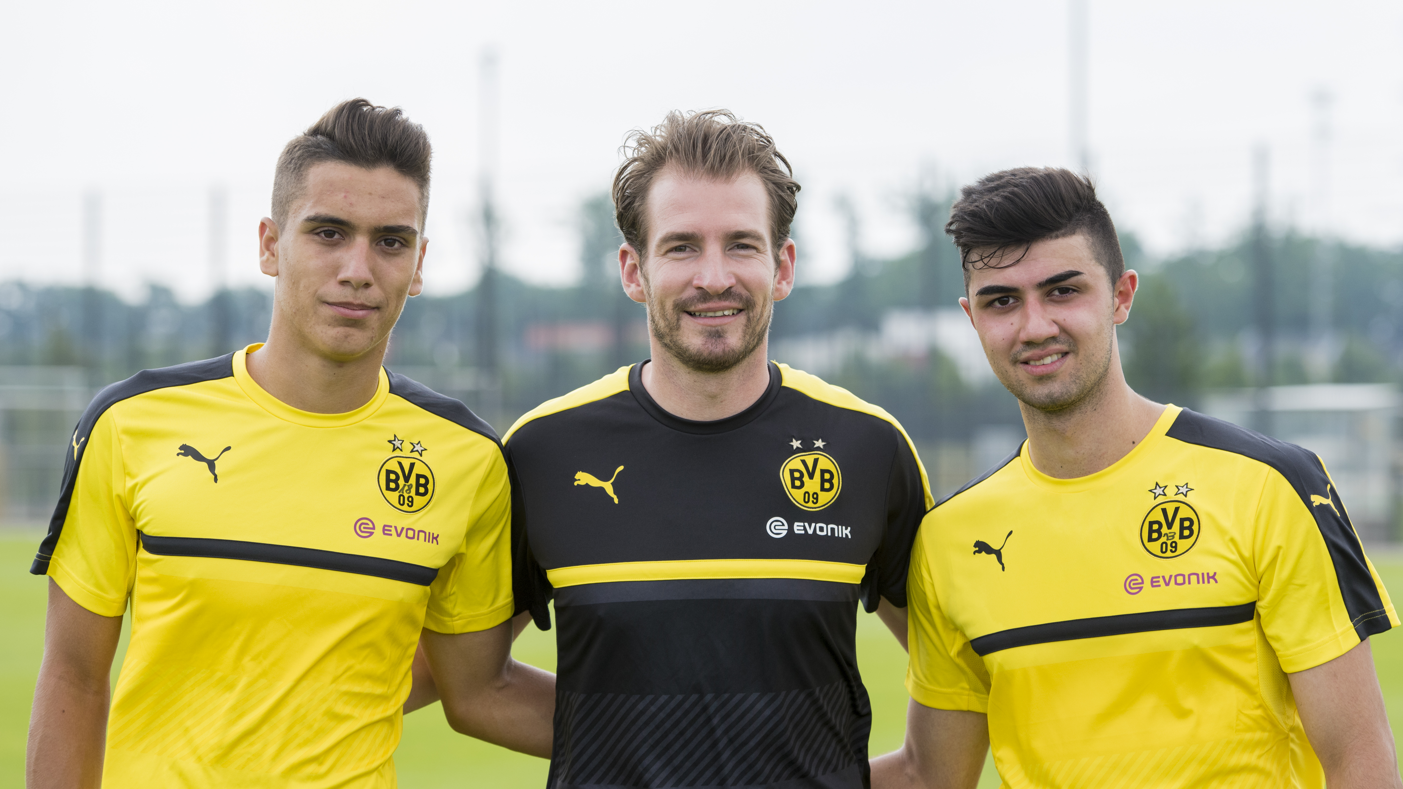 Ametov (r.) mit dem neuen Trainer Jan Siewert (m.) und Anargyros Kampetsis (l.)