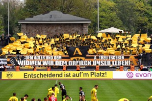 Einfach aber schöne Choreografie der Aachener Fans