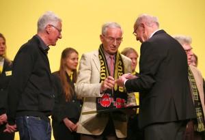Wolfgang Paul ehrt die Jubilare