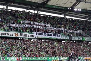 Auch die Wolfsburger Fans stiegen in den Protest mit ein