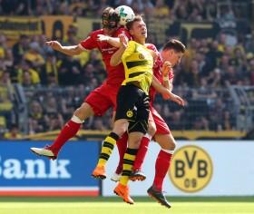 Cristian Gentner gegen Lukasz Piszczek